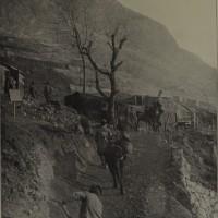 Trasporto di acqua in alta montagna, in «L'Illustrazione italiana», copertina del n. 11, 17 marzo 1918, p. 207, Istituto per la storia e le memorie del '900 Parri E-R.