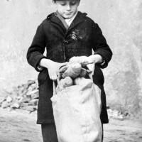 La fame in guerra, foto in Archivio Anpi, Bologna.