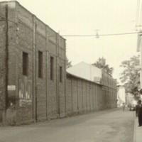Negli anni Sessanta a Vignola, sul lato sinistro di via Cesare Battisti, emerge ancora lo stabilimento della Cirio, poi abbattuto e sostituito da un complesso residenziale-commerciale