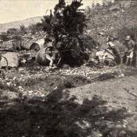 Rifornimenti d'acqua potabile nel vallone di Doberdò sotto quota 208 nord, in «L'Illustrazione italiana», 15 ottobre 1916, n. 42, p. 319, Istituto per la storia e le memorie del '900 Parri E-R.