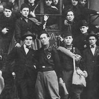 Un gruppo di squadristi in posa.
