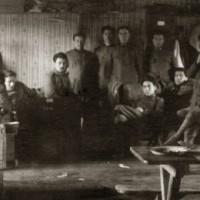 Campo di prigionia di Celle, militari all'interno di una baracca, 1918. Tratto da Voci e silenzi di prigionia, Roma, Gangemi 2015).