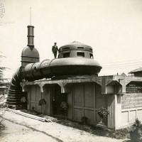 L'impianto idrovoro di San Siro venne ultimato nel 1926 nell'ambito della Bonificazione Parmigiana- Moglia allo scopo di scaricare nel Secchia le acque dei territori delle province di Reggio Emilia e Modena che si trovano al di sotto della quota di 25 m sul livello del mare