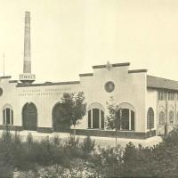 Dal rinnovo della vecchia fonderia delle Officine Callegari si ricava un nuovo complesso dove speriementare le innovazioni tecnologiche per la produzione delle conserve. anni 30. (archivio SSICA).