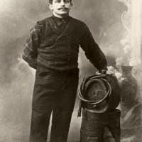 Ritratto di un produttore dell'Aceto Balsamico tradizionale di Spilamberto, risalente all'anno 1916 circa. Foto Archivio Gruppo Mezaluna – Mario Menabue