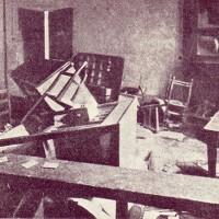 La sede di una cooperativa dopo la devastazione degli squadristi.