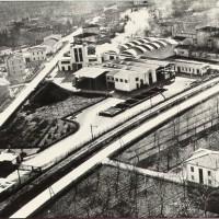 Lo stabilimento dell'industria Toschi Vignola. Nata nel 1945 su iniziativa dei fratelli Giancarlo e Lanfranco Toschi, conosce uno sviluppo significativo, che negli anni Settanta la proietta sui mercati esteri. Nel 1981 l'azienda riceve la Ciliegia d'Oro quale riconoscimento delle proprie attività