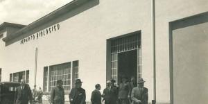 Ottobre 1933. Inaugurazione del n uovo reparto biologico della Stazione Sperimentale. autorità cittadine in visita (archivio SSICA).